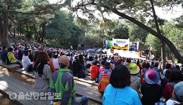 2018 제7회 학성역사체험 탐방로걷기대회가 진행되고 있다.