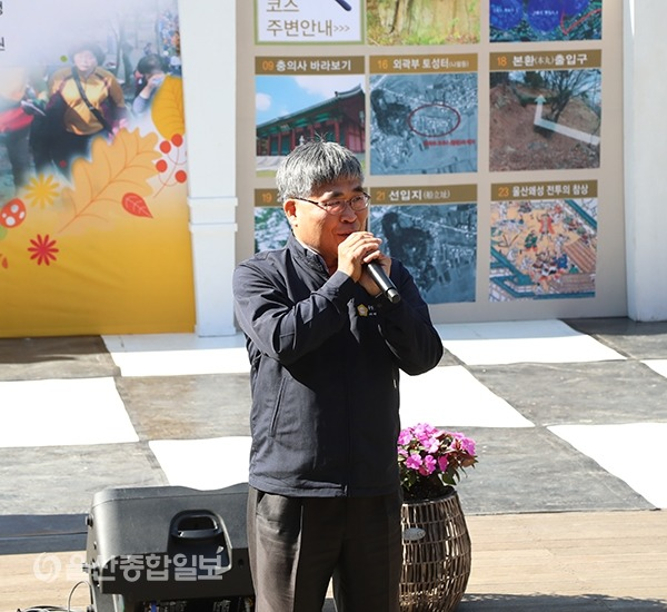 신성봉 중구의장이 학성역사체험 탐방로걷기대회에서 축사를 하고 있다.